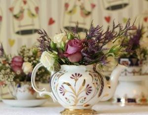tea-pot-with-flowers-vintage-wedding-flowers_thumb[6]