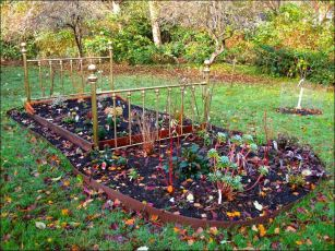 Gardening-bed-frame-Going-Slow